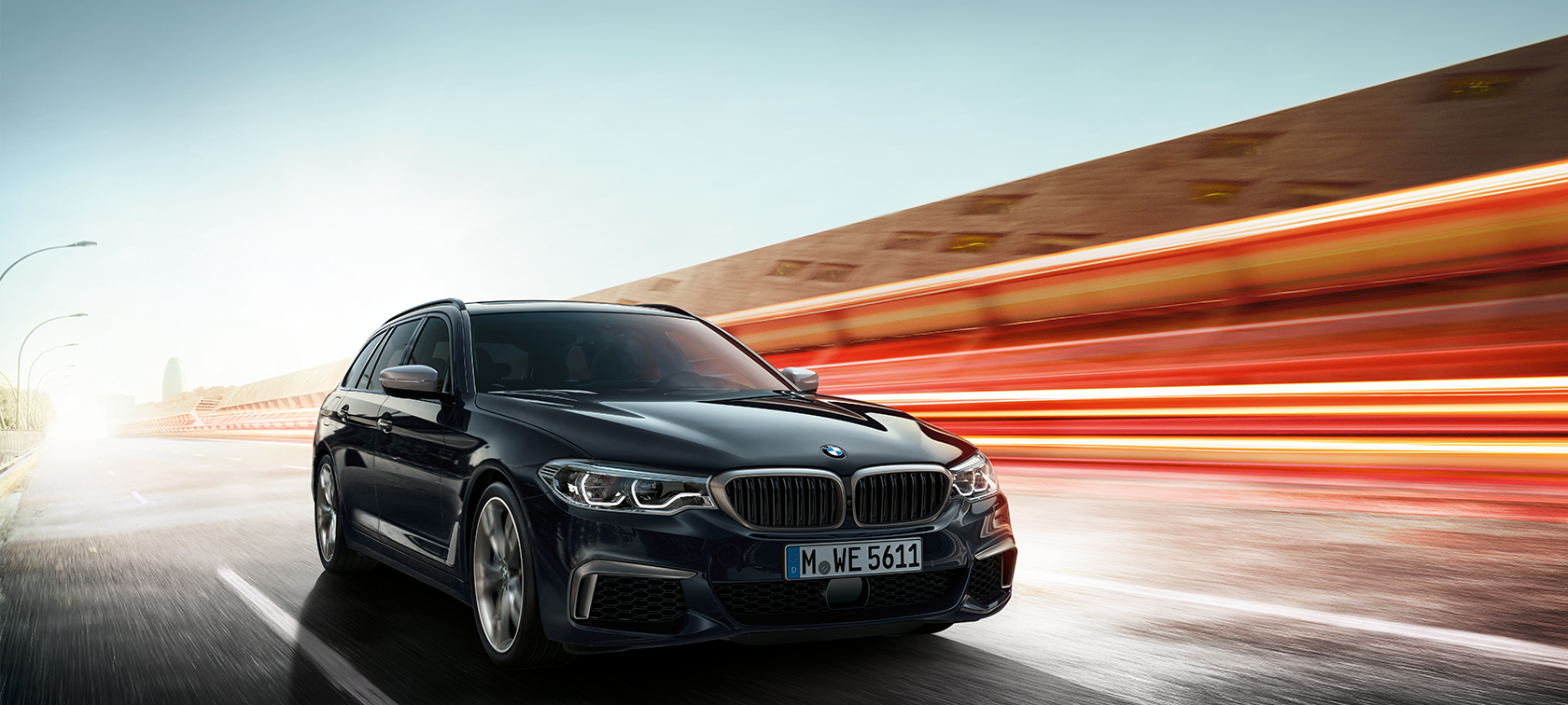 BMW M550d xDrive Touring new G31 Azurite Black metallic three-quarter front view