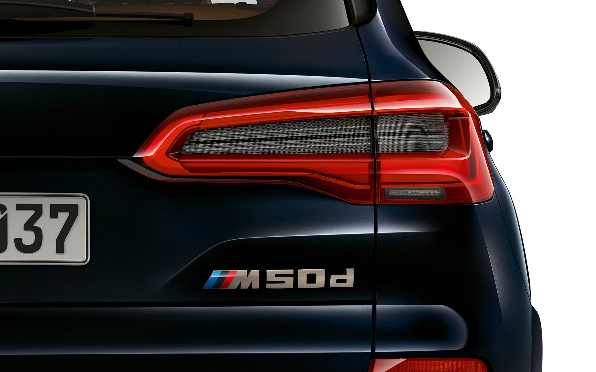 Detailed shot of the model designation for the BMW X5 M50d